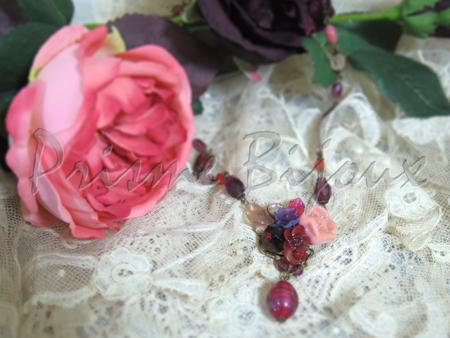 秋の薔薇の庭とセント・セシリア